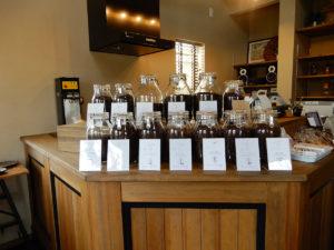 SEROW coffee たくさん並んだ珈琲豆