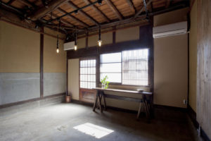 スタジオ侶居 土間のギャラリースペース