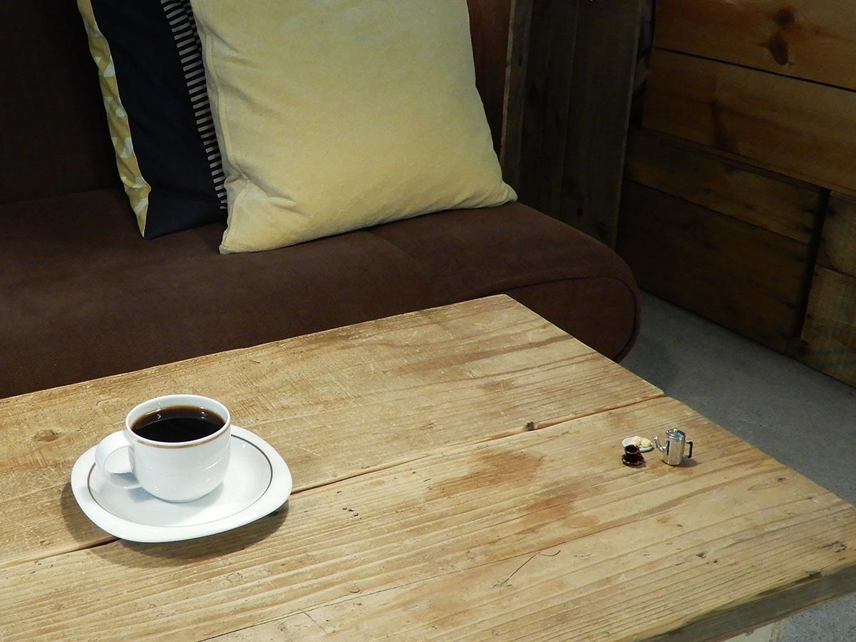 エジソン休憩所 ミニチュアとコーヒー