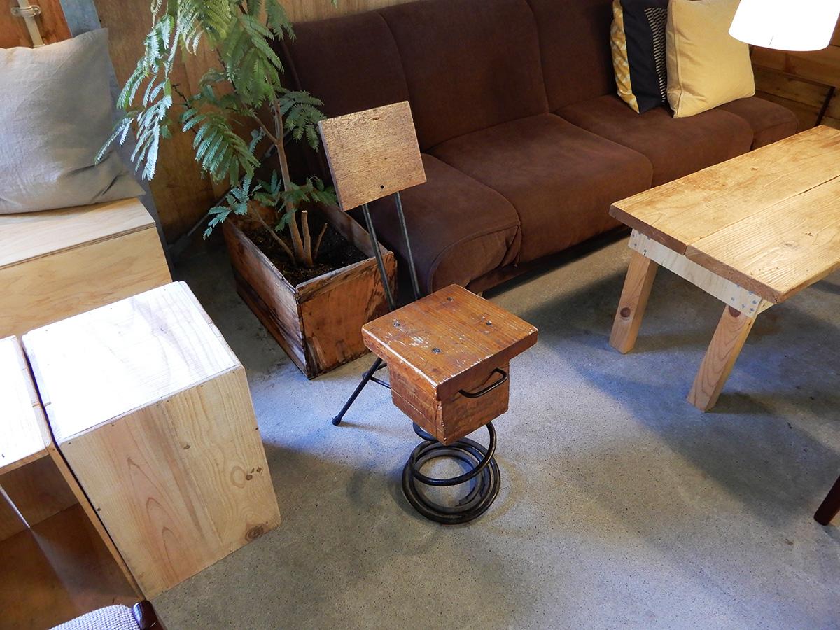 エジソン休憩所 レトロな椅子