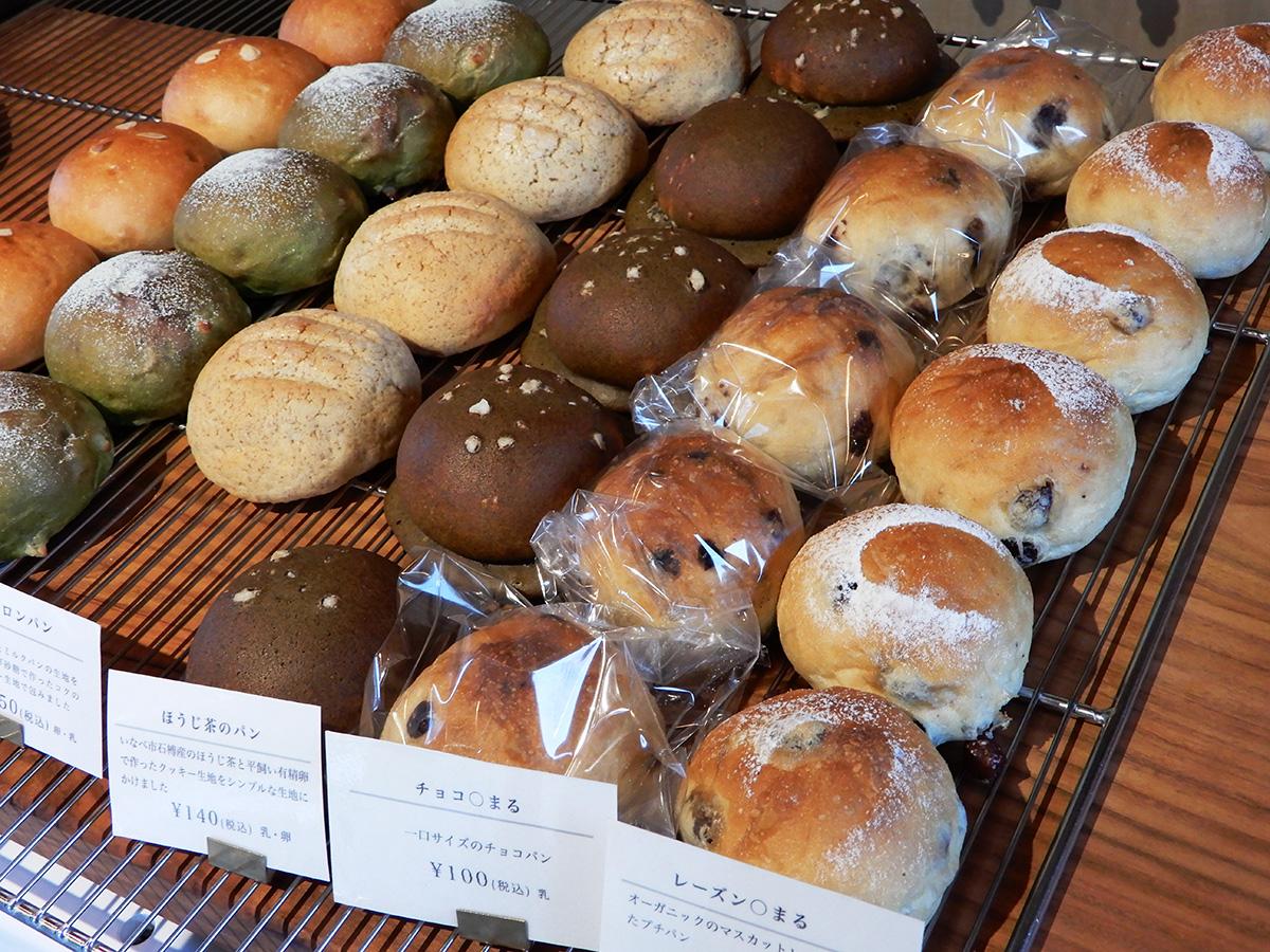 のぼの職人村のパン屋 土の香 レーズンパン、チョコパン、ほうじ茶のパン、メロンパン
