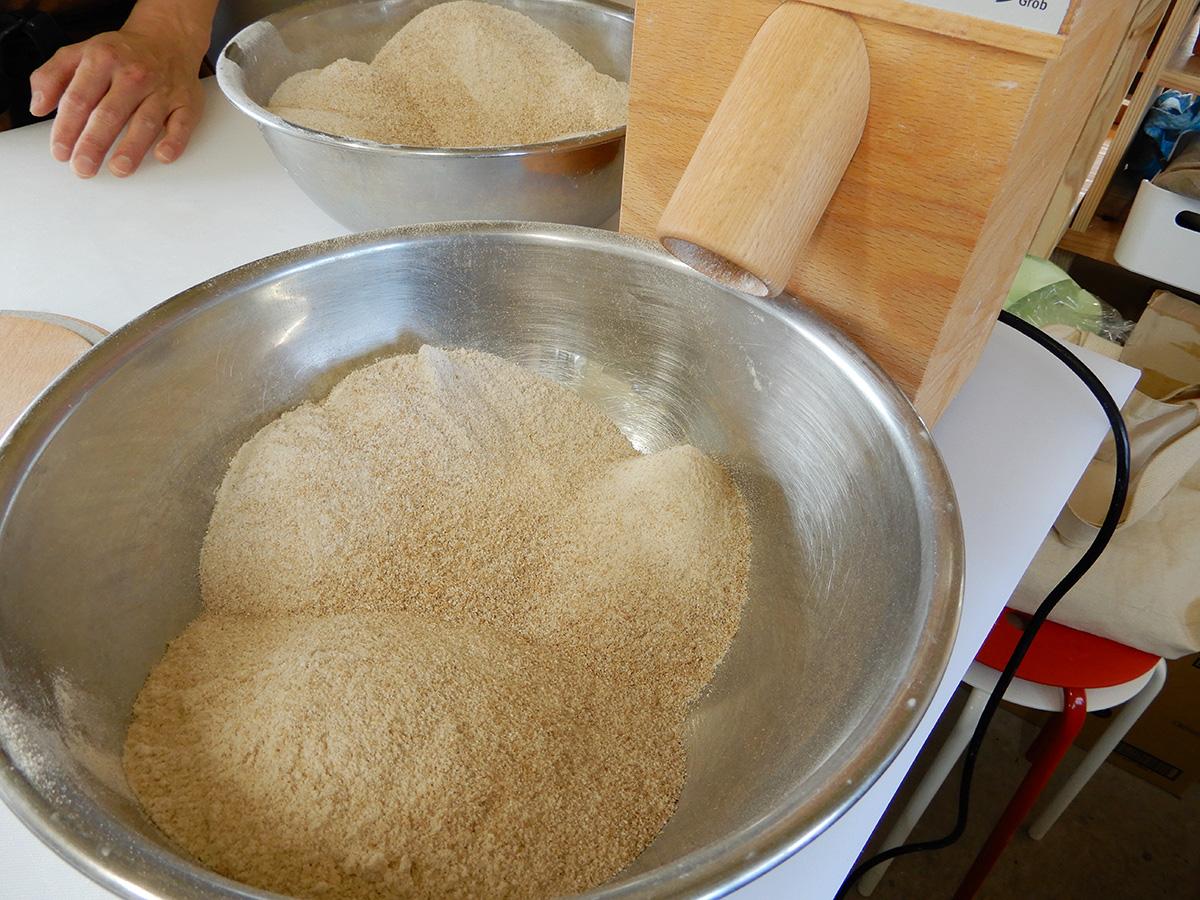 のぼの職人村のパン屋 土の香 ミルと全粒粉